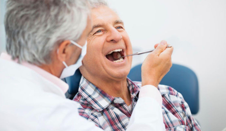 Bọc răng sứ Zirconia để duy trì độ bền đẹp phải có chế độ chăm sóc, vệ sinh phù hợp