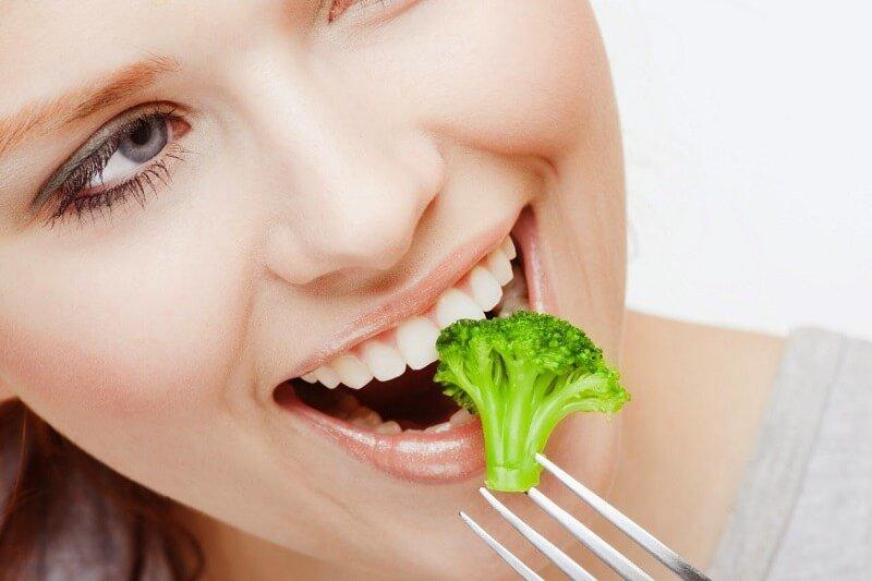 Bọc răng sứ xong ăn nhai như bình thường