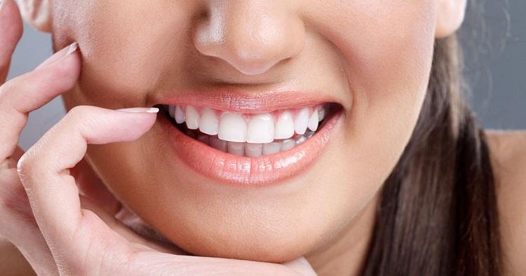 Nên tới phòng khám nha khoa uy tín để lấy cao răng