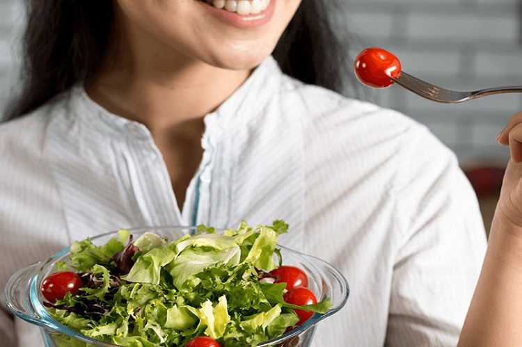 Ăn nhiều rau xanh cung cấp chất xơ cho răng chắc khỏe